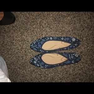 Women's blue pointed tip flats